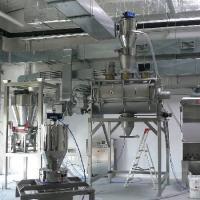 Linia produkcyjna z urządzeniami do transportu materiałów sypkich